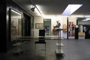 <p>他にも工場内にはこんなすてきな空間があります。まるで美術館のよう。</p>