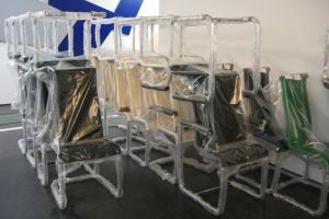 <p>出荷を待つ椅子たち。<br /> 一週間で約1000脚以上の椅子がここから旅立つそうです。この中にマリアージュのお客様に届く椅子もあるかもしれません。</p>