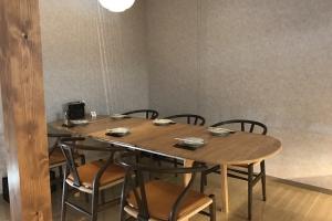 CH006テーブルを伸長。最大で236cm、6人がゆったり座ることができます。