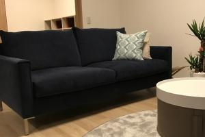 アイラーセン、ストリームラインソファ。脚元がすっきりしてとてもきれいなソファ。