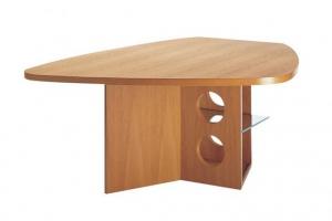 <h3><strong>M21 DINING TABLE</strong><br /> W178×D137×H75cm¥478,000~</h3> <p><strong>「マリアージュ1番人気のダイニングテーブル」<br /> </strong>何とも言えない独創的なデザインがこのテーブルの人気の理由です。不定形な天板は座る人数を限定せず、微妙な視線のズレが気持ちの良い距離感を作りだしてくれます。<br /> 家族で過ごす時間も、向かい合わないことで程よい距離が生まれ、互いに邪魔になりません。</p>